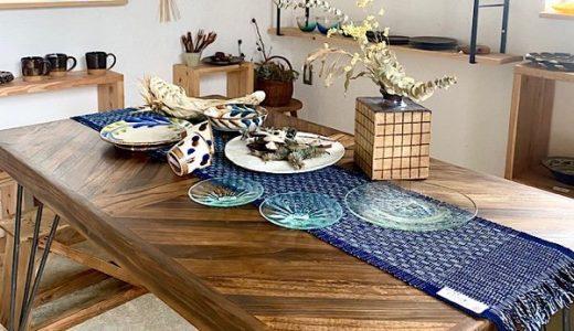 琉球藍で違いを見せる大人のダイニングシーン